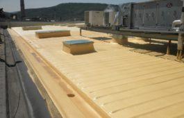 stříkaná pur izolace střech