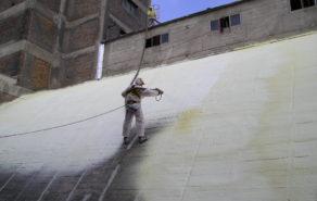 nástřik pur izolace na obloukovou střechu