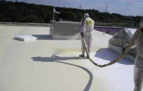 nástřik izolační pěny na střechu