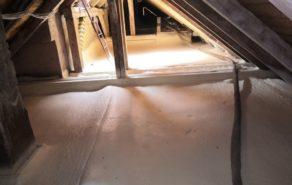 Izolace podlahy na půdě Sinkulovy koleje
